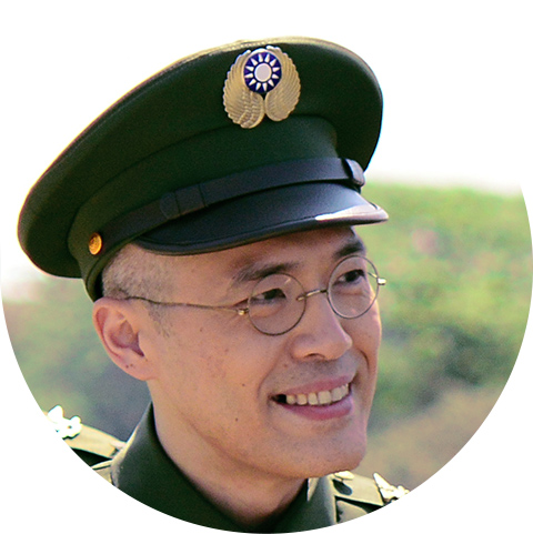 Air Force Command Headquarters Director Fan Ren-hsien (played by Fan Guang-yao)